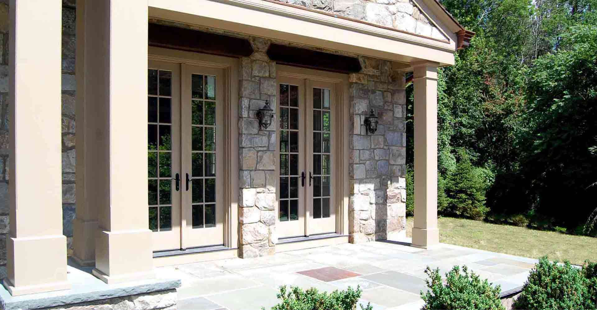 DEVON-ROAD-RESIDENCE---EXTERIOR-SIDE-PATIO-DOORS.jpg
