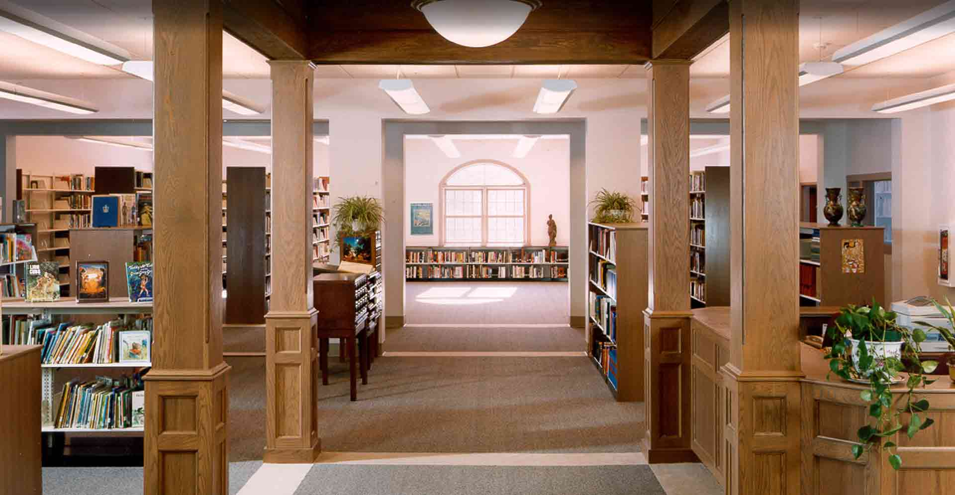 CHAPLIN-LIBRARY-AND-SENIOR-CENTER-RECEPTION-DESK.jpg